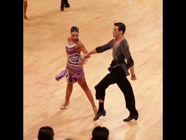 Мужчины Бального танца Джайв