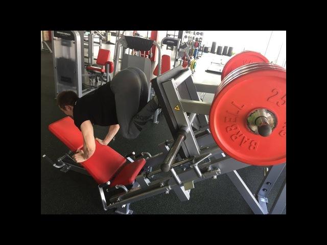 Жим ногами лёжа в тренажере вес 400 КГ Или как тренируют тренера