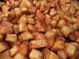 Сухарики, поджаренные на растительном масле с паприкой / Илья Лазерсон / Обед без...