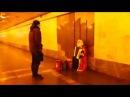 Песня Катюша. Исполняет ДЕД МОРОЗ в подземном переходе :-)