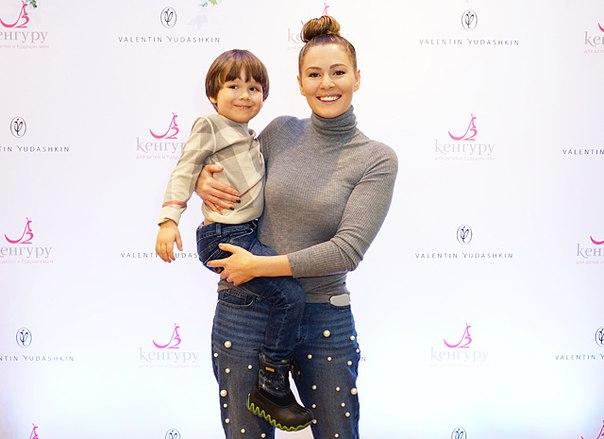 Мария Кожевникова с сыном и другие звезды с детьми на показе новой коллекции Валентина Юдашкина
