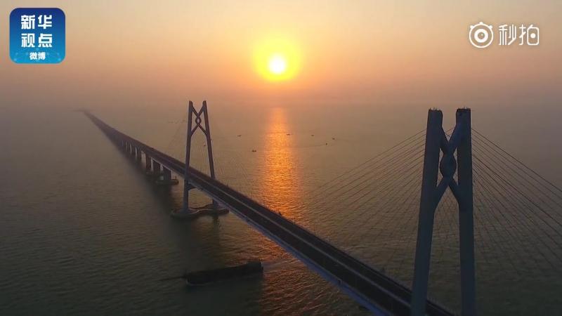 На мосту Сянган-Чжухай-Аомэнь заработала система освещения