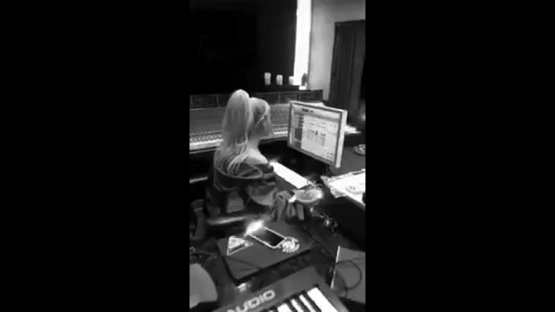 Ariana via Instagram Stories