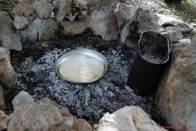 l7JwGFWcvLg - Выпечка вкусного хлеба в походных условиях