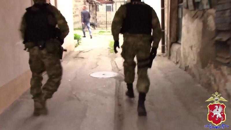 В Севастополе задержали разбойников из Симферополя, ограбивших продуктовый магазин
