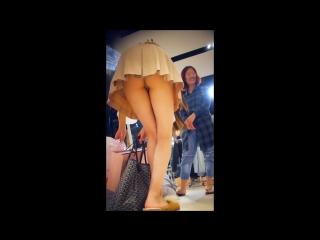 Leggy teens in skirts so short they upskirt themselves (под юбкой , молодые подростки)