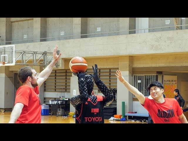 Компания Toyota создала идеального робота-баскетболиста