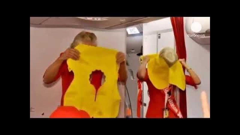 Ричард Бренсон в роли стюардессы