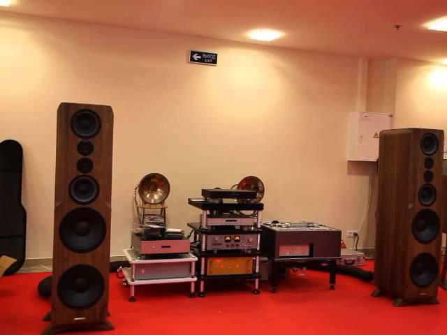 Sonus Victor SV 400 (Gong stereo) @ Weiss @ DarTZeel NHB-108@Hi-Fi High End Show 2015 october