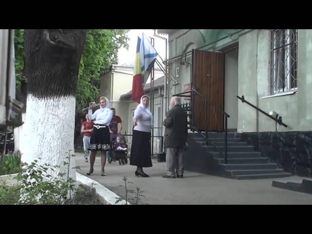 Curaj.TV Poliția n-a fost în stare să scoată drapelele arborate ilegal