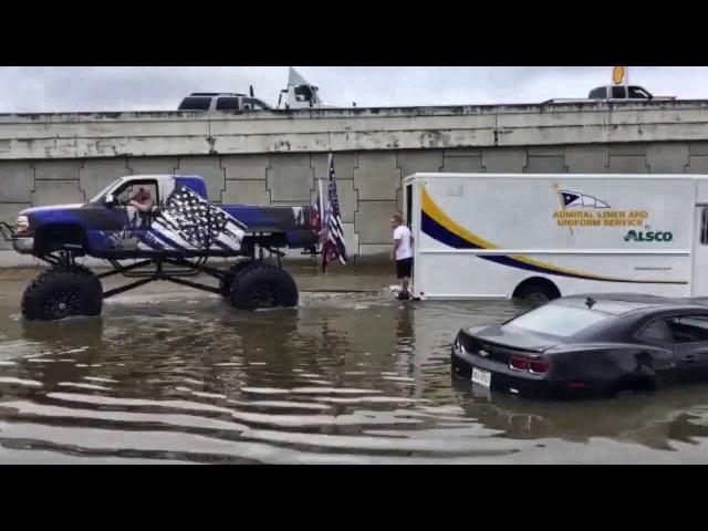 Простые Американцы Спешат на Помощь Пострадавшим из-за Ураганов. Такое не покаж ...