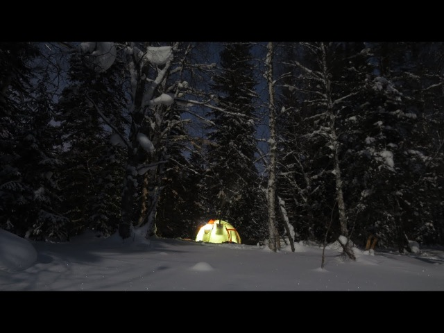 Вчетвером в палатке с печкой зимой в тайге Музыкальная версия видео