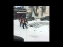 Шахтинцы пришли в восторг от дворников, убирающих снег в центре города