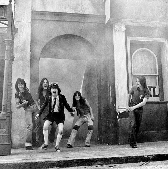 bJOO62UBRg0 - Рок-музыканты на фотографиях минувших дней