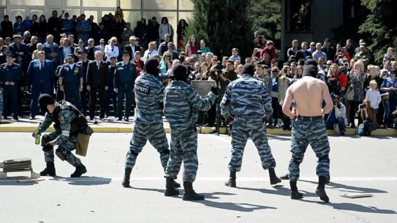 Рукопашный бой бойцами ОМОН «Беркут»