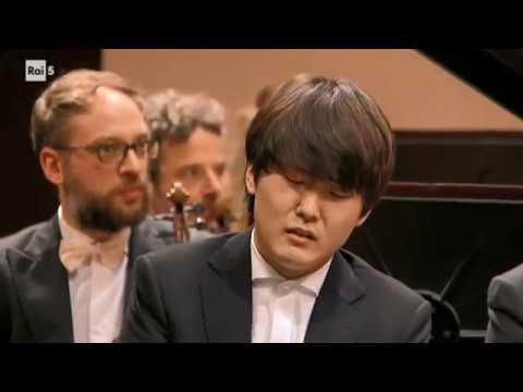 Seong-Jin Cho - Rachmaninoff Piano Concerto No. 3 in D minor Op. 30 (22.03.2018 Torino, Italy)