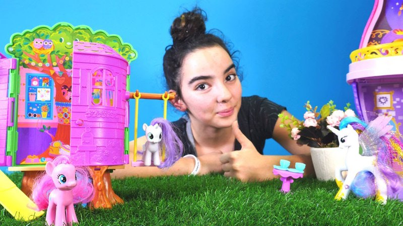 Mina Barbie ve Chelseanin ağaç evini Ponylere veriyor