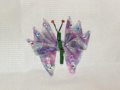 DIY Cómo bordar una mariposa abierta en listón/cintas