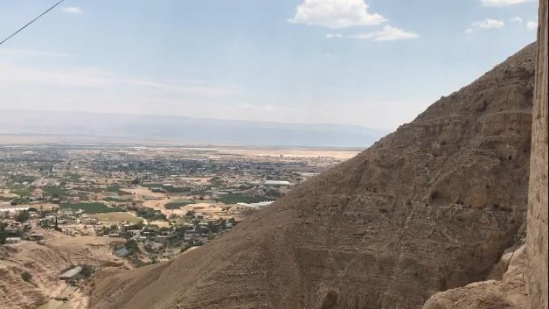 Небольшой репортаж из греческого православного монастыря на вершине горы Искушения в западных окрестностях древнего Иерихона.