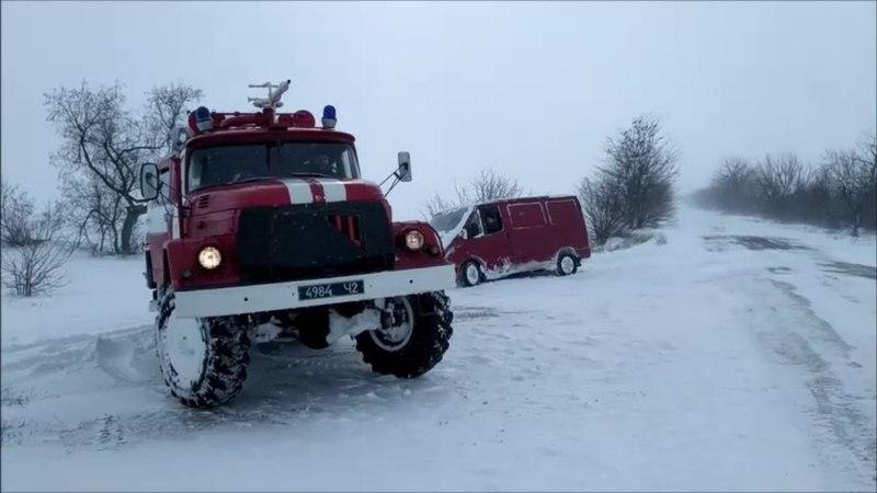 Херсонські рятувальники надають допомогу на дорогах міста та області