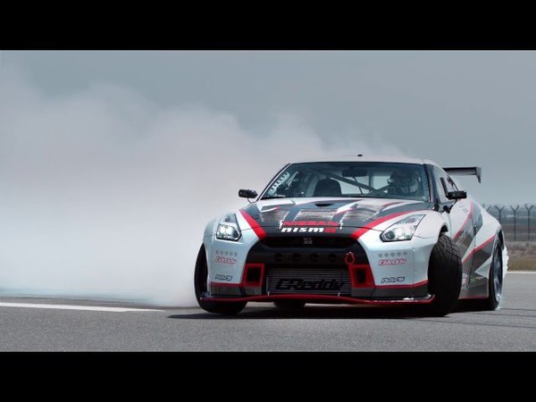 AutoMoto | Nissan GT-R Nismo drifting with 304,96 Kmh!