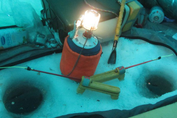 Советы начинающим: Заключение описания газовых приборов: Отопление и освещение в палатке на льду.
