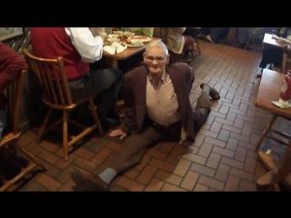 SLs 87 year old man does the splits in Cracker Barrel