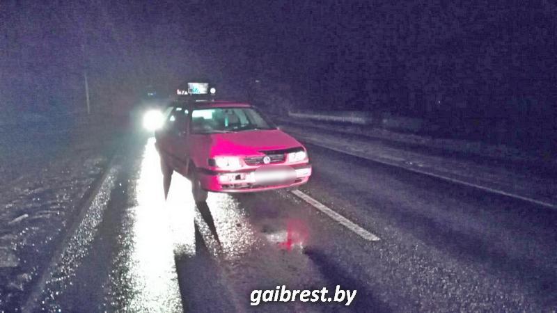 В Пружанах под колесами иномарки пострадала стоявшая на проезжей части 17-летняя девушка