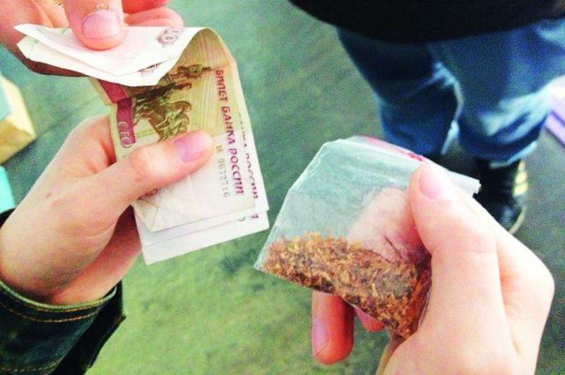 В Крыму наркотики можно купить на улицах - в Евпатории задержано двое
