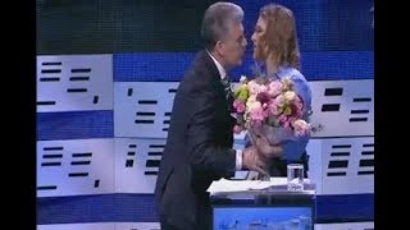 Грудинин извинился перед Собчак за Жириновского подарил цветы и покинул ДЕБАТЫ