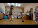 Самый крутой танец мамы и сына!