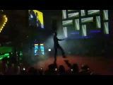 Танцует хореограф проекта «Танцы» на ТНТ Виталий Клименко