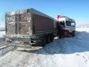 Как заносит грузовики в гололед и последствия.