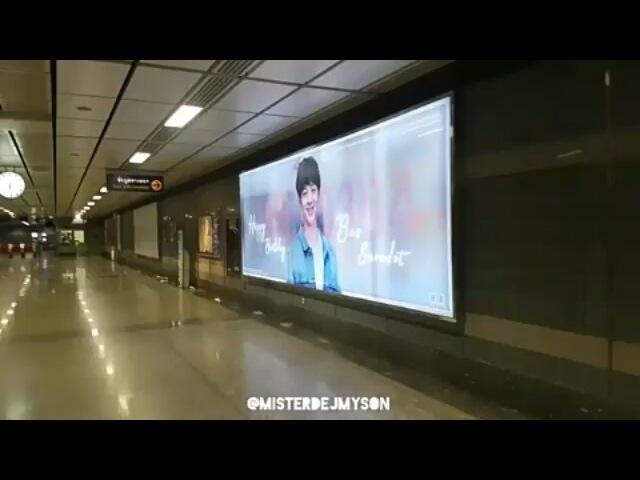 Фанаты Баса уже разместили в метро панель в честь его будущего ДР 4 марта