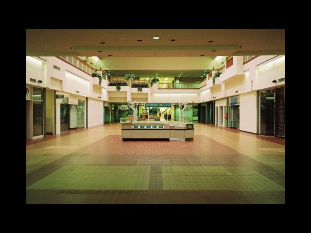 Tears For Fears- Everybody Wants To Rule The World (playing in an empty shopping centre)