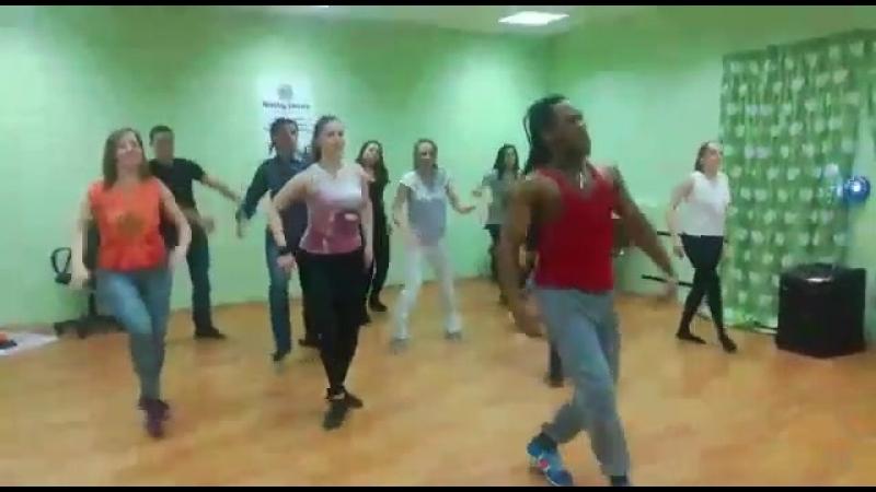 регетон в Ninety dance