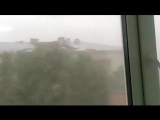 Снесло крышу на здании Приборостроительного завода.