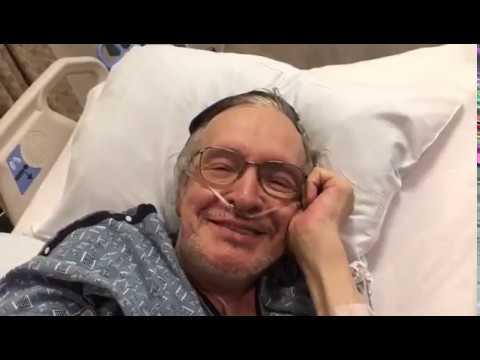 Ainda no hospital, Prof. Olavo de Carvalho envia vídeo e diz que em breve estará de volta!