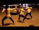 Shake dat ass - школьницы трясут попками на улице молодые юные телочки жгут упругие жопы попы студентки тверк русские порно
