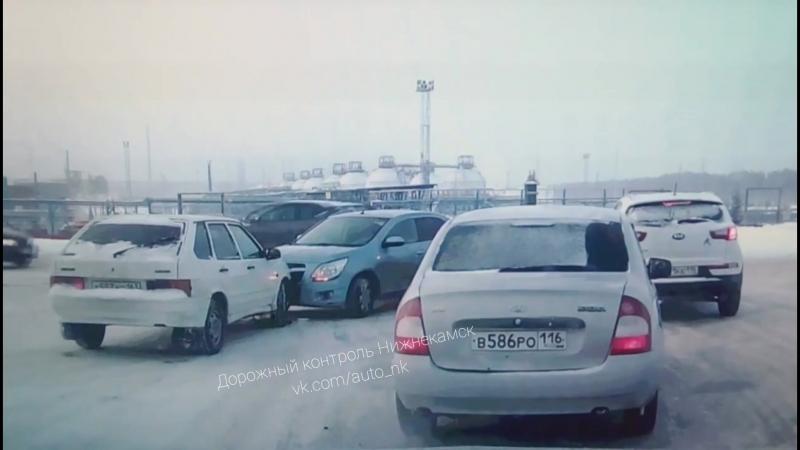Т образный перекрёсток напротив завода газового конденсата Таиф