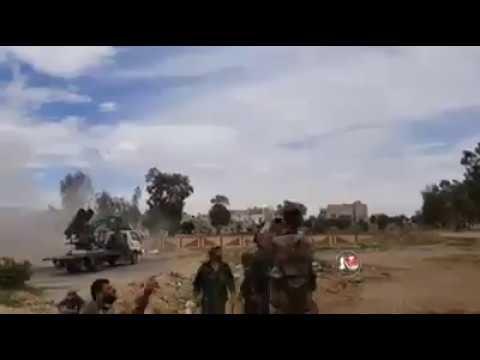 Герои Сирийской Арабской армии палестинских групп и Национальных сил обороны на границе между лагерем Ярмук и Хаджар аль Асвад