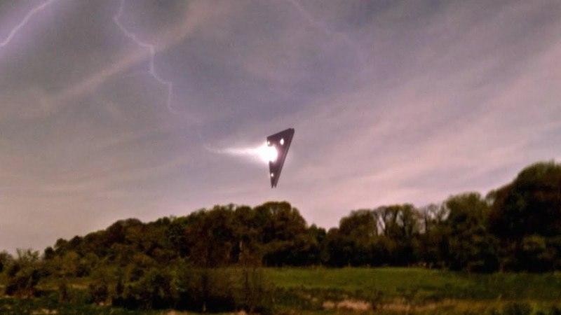 UFOs surprise Kiwi farmer !! UFO Sighting Footage From New Zealand