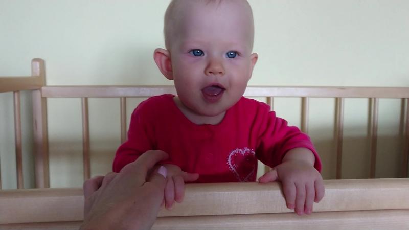 Маришка впервые сама встала на ножки! 😃 8 месяцев 💕 На горнолыжке 😀