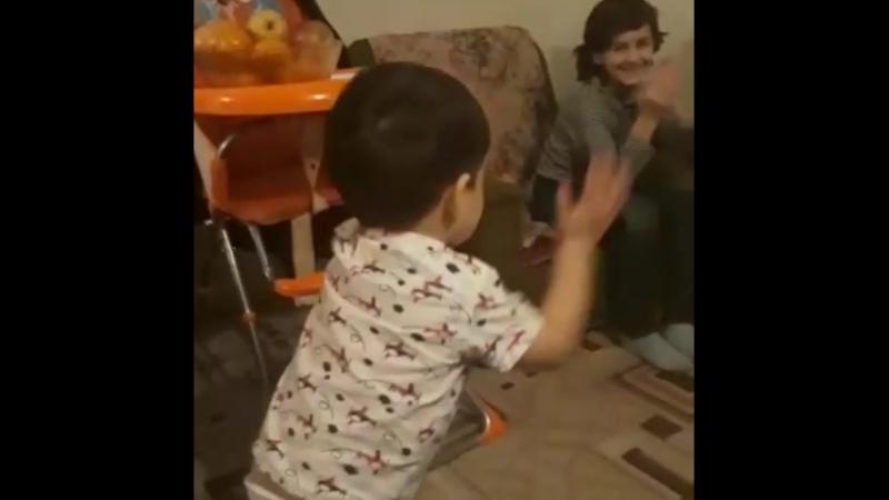 мой малыш танцует