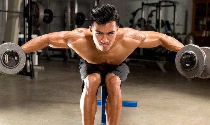 Когда тренировать задние дельты: в день спины или плеч?