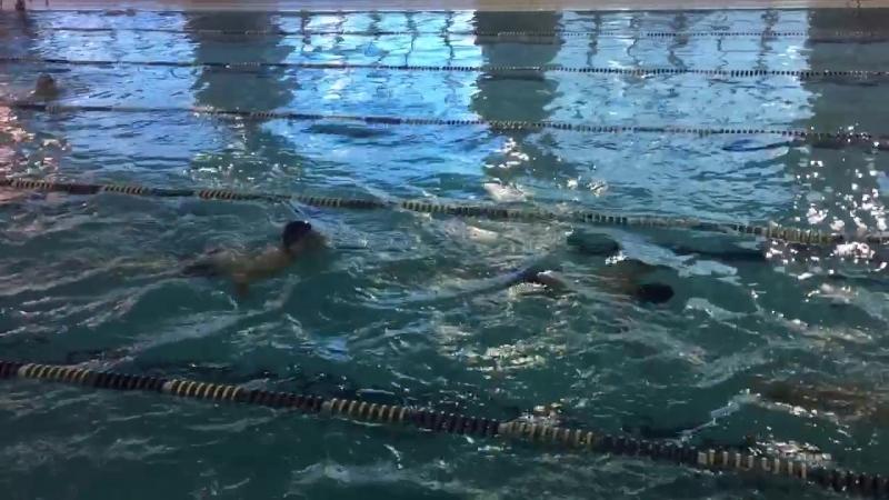 Брасс— стиль спортивного плавания на груди, при котором руки и ноги выполняют симметричные движения в плоскости, параллельной по