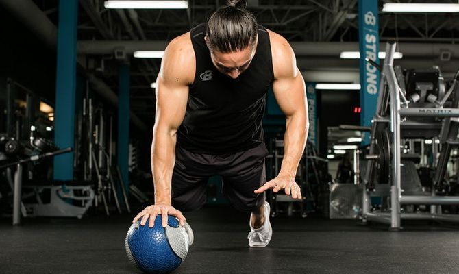 P1Bh7i68nMU 7 новых упражнений для трицепса, которые стоит попробовать