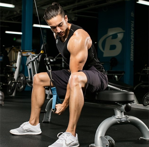MNNWRBW2FtA 7 новых упражнений для трицепса, которые стоит попробовать