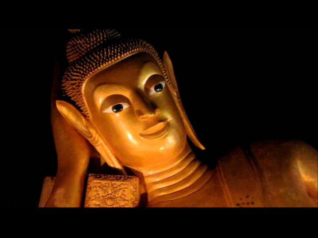 лежащий Будда в Храме Обезьян (Пхукет)