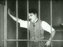 Charlie Chaplin na jaula do leão